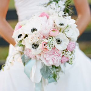 Southern-weddings-anemone-bouquet