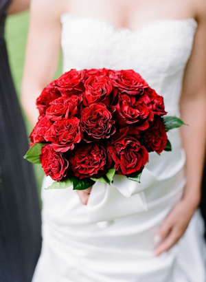 Facebook it - Red garden rose bouquet ...