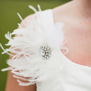 southern-wedding-feather-brooch